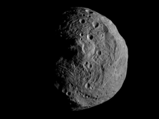 Photo: Image of asteroid Vesta as recorded by the DAWN spacecraft. Credit: NASA