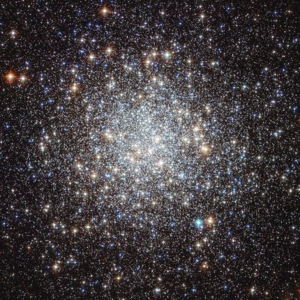 Photo: M9 globular star cluster. Hubble image by NASA & ESA.