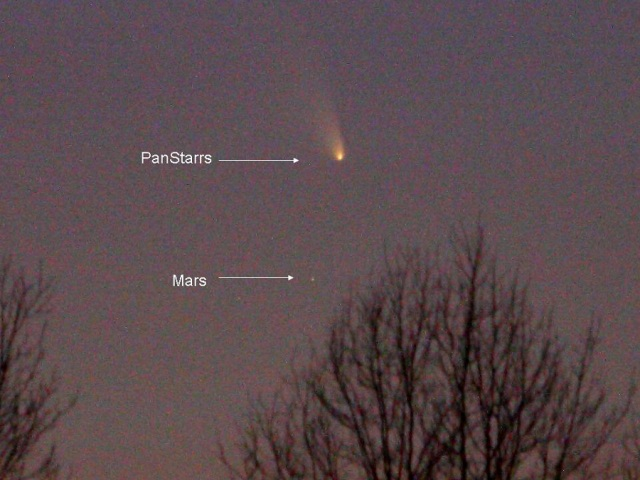 Photo: PANSTARRS & Mars, by Jay Reynolds.