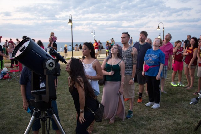 Photo: Long line of folks wanting to view Jupiter through Suzi Dills' big Meade. Sorry about blocking your smiling face, Suzi!