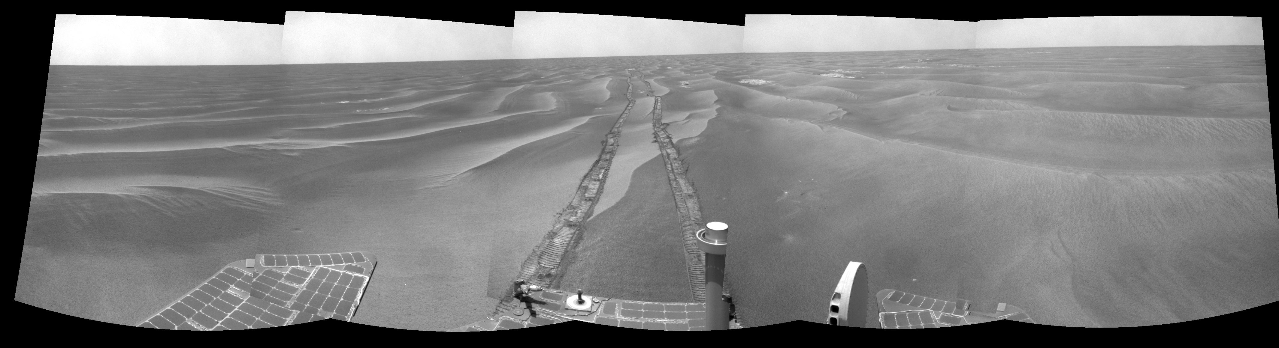 Opportunity's Tracks on Mars - Image credit: NASA/JPL-Caltech